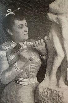 Camilleclaudel sculptant vertunme et pomone 1903